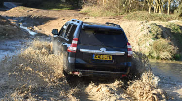 Land Rover Defender vs Toyota Land Cruiser - Toyota rear off road