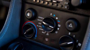 DMC DeLorean - dials