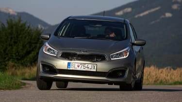 Kia Cee'd 2015 facelift - front cornering