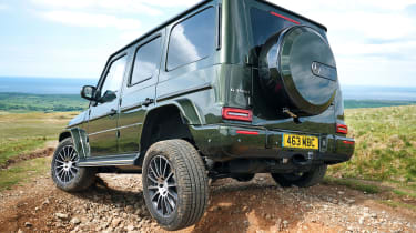 Mercedes G 350 d - rear tracking off road