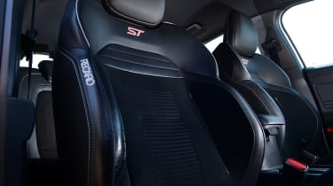 Ford Focus ST Mountune m365 - seats