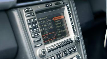 Porsche 911 feature - screen