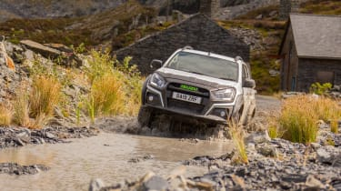 Isuzu D-Max XTR - front tracking off-road fording