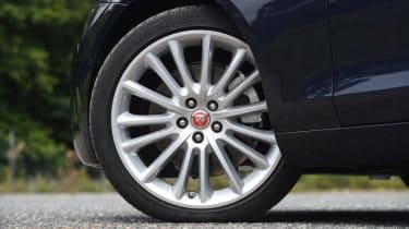XE vs Gulia vs A4 - XE - wheel