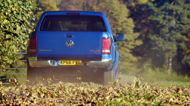 Volkswagen Amarok pick-up 2016 - rear leaves