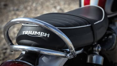 Triumph Bonneville T120 review - Triumph seat