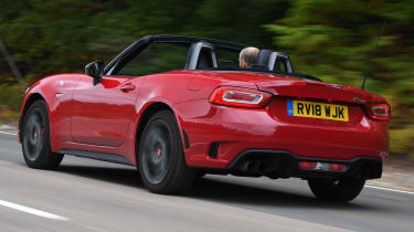 abarth 124 spider tracking rear