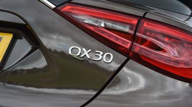 Infiniti QX30 2016 - rear light