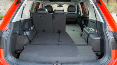 Volkswagen Tiguan Allspace - boot middle row down