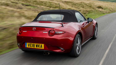 Mazda MX-5 1.5 - rear tracking