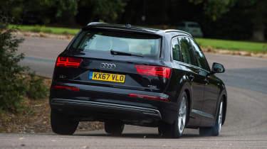 Audi Q7 e-tron - rear action