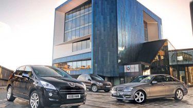 Peugeot 3008 HYbrid4 vs rivals