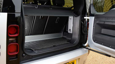 Land Rover Defender 90 D250 - boot