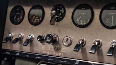 Jaguar E-Type 60 Collection - controls