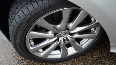 Lexus GS 300h Luxury wheel