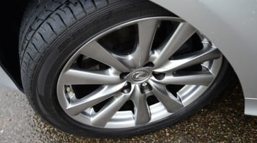 Lexus GS 300h Luxury wheel