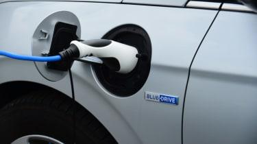 Hyundai Ioniq - plugged-in