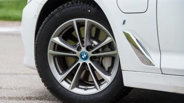 BMW 530e iPerformance - wheel