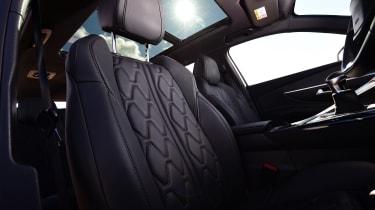 Peugeot 5008 - front seats