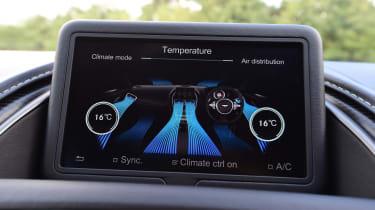 Aston Martin DB11 AMR - infotainment