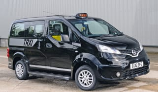 Nissan NV200 taxi front