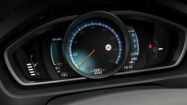 Volvo V40 - dials