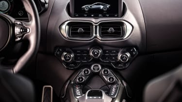 Aston Martin Vantage - centre console