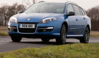 Renault Laguna Sport Tourer estate front tracking