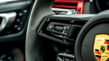 Porsche Macan GTS - steering wheel controls
