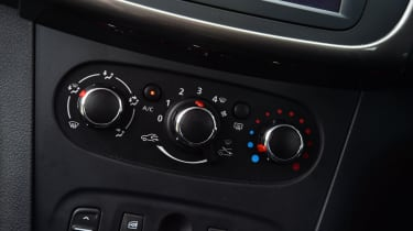 Dacia Sandero - heating controls