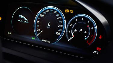Jaguar E-Pace - speedometer