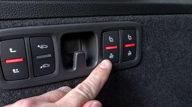 Audi SQ7 - seat folding buttons