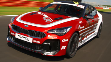 Kia Stinger GT420 - front 3/4 tracking