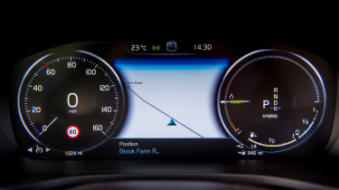Volvo V60 T8 Twin Engine - dials