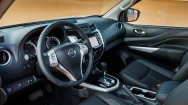Nissan NP300 Navara pick-up dune - interior 2