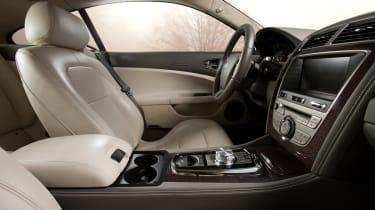 Jaguar XK Coupe dash (pre-facelift)