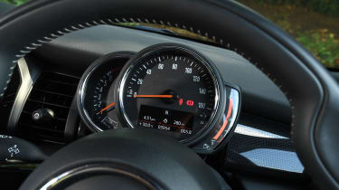 MINI Cooper 5-Door - speedo