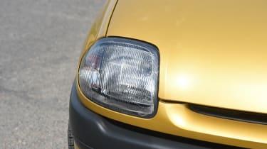 Renault Clio old vs new - Mk2 headlight