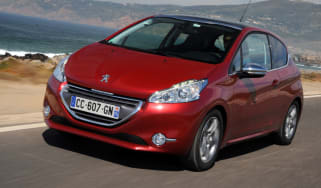 Peugeot 208 1.6 VTi Allure front tracking