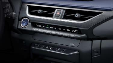 Lexus UX 300e - centre console