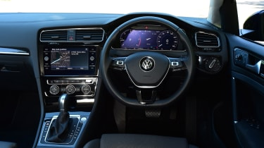 Volkswagen Golf - interior