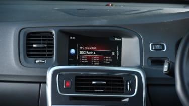 Volvo V60 D5 Twin Engine - infotainment