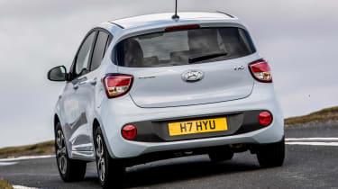Hyundai i10 Play - rear cornering