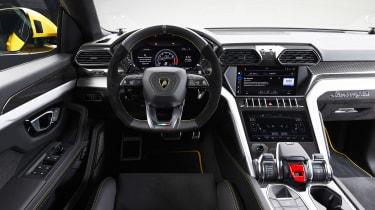 Lamborghini Urus - studio dash