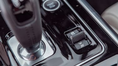 Jaguar XE P250 - interior detail