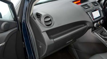 Used Mazda 5 - materials
