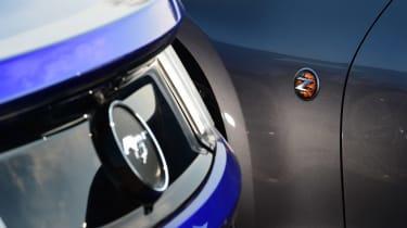 Ford Mustang vs Nissan 370Z - badges