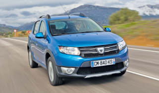Dacia Sandero Stepway front tracking