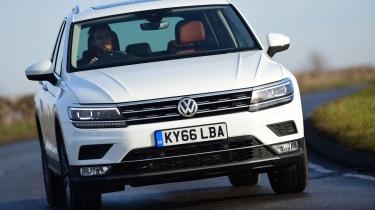 Volkswagen Tiguan SE L - front cornering