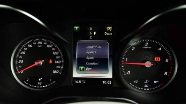 Mercedes GLC - dials